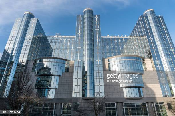 european parliament building in brussels - belgium stock pictures, royalty-free photos & images