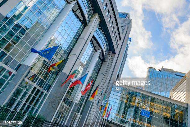 """european parliament of the european union building in brussels - """"sjoerd van der wal"""" or """"sjo"""" stock pictures, royalty-free photos & images"""