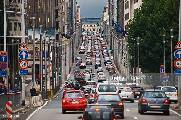 european quarter, traffic in rue (street) de la loi - traffic stock pictures, royalty-free photos & images