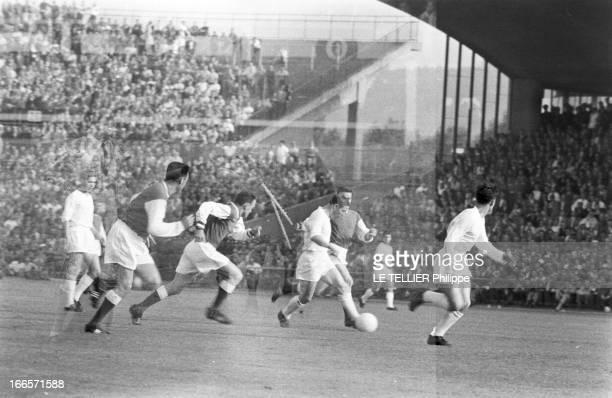 European Soccer Cup Of The Champions Club 1959 Stuttgart 3 juin 1959 Au Neckarstadion lors de la finale de la Coupe d'Europe des clubs champions...