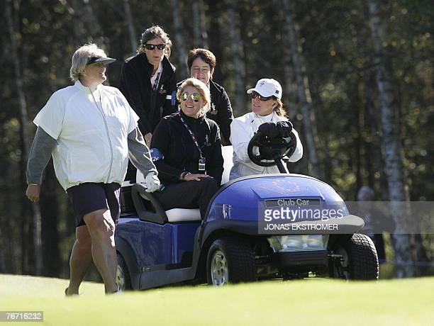 European Solheim Cup English player Laura Davies speaks with team captain MarieLaure de Lorenzi and Helen Alfredsson during a practice round at the...