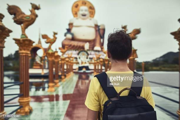 european tourist visiting asian temple wat plai laem - buddhist goddess imagens e fotografias de stock