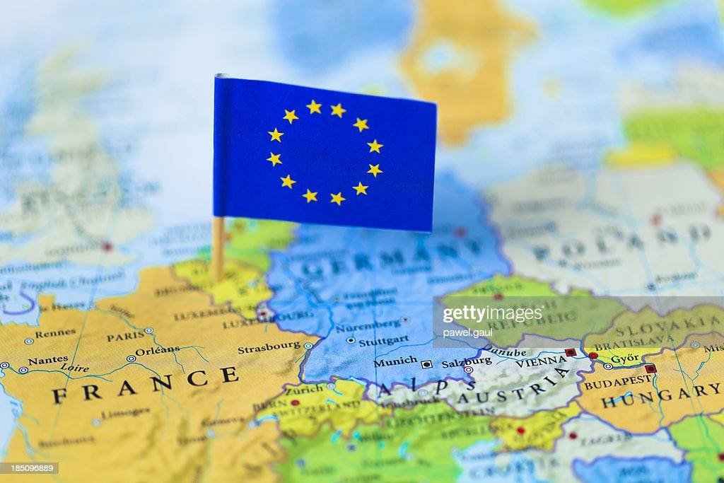 欧州連合のフラグヨーロッパの地図の上 : ストックフォト
