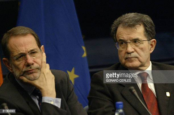 European Union froreign policy chief Javier Solana and European Commission President Romano Prodi give a press conference 25 March 2004 during the...