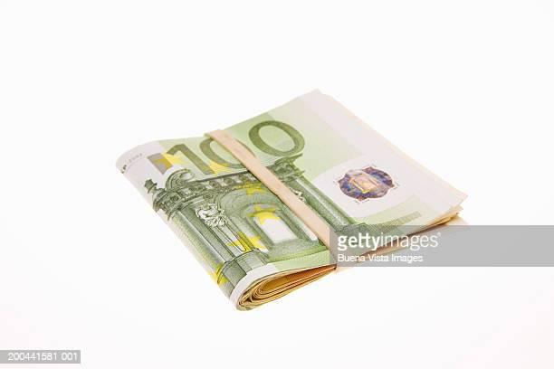 100 euros banknotes