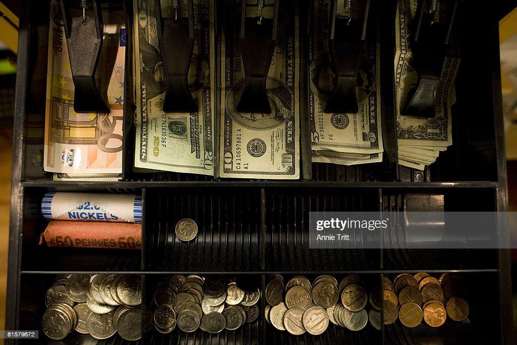 Shops In New York's Tony Hamptons Begin To Accept Euros : News Photo