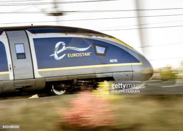 A Eurostar drives on a railway line on August 29 2017 near Lesquin northern France / AFP PHOTO / PHILIPPE HUGUEN