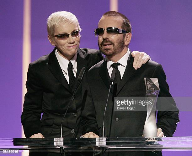 """Eurythmics members Annie Lennox and Dave Stewart receive their """"Induction Award"""" on stage at the live final of the UK Music Hall Of Fame 2005, the..."""