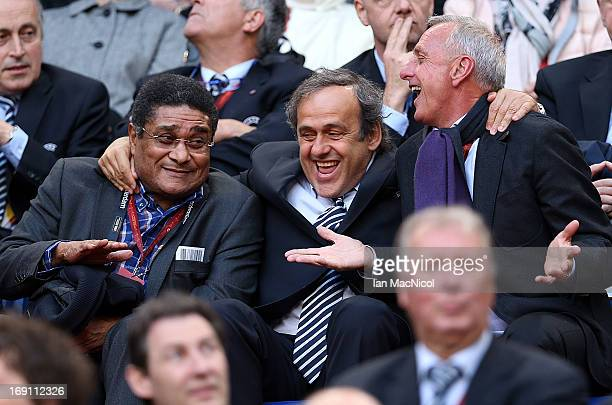 Eusabio, Michel Platini and Johan Cruyff share a joke prior to the Europa League Final match between Chelsea and SL Benfica at The Amsterdam Arena on...