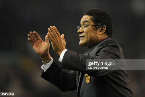 Eusebio acknowledges the crowd prior to the UEFA Europa League Group I match between Everton and Benfica at Goodison Park on November 5 2009 in...