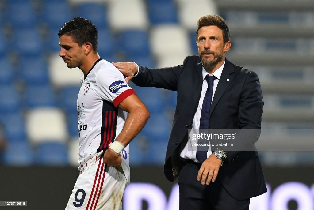 Eusebio Di Francesco head coach of Cagliari Calcio consoles Giovanni...  News Photo - Getty Images