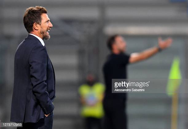 Eusebio Di Francesco head coach of Cagliari Calcio issues instructions to his players during the Serie A match between US Sassuolo and Cagliari...