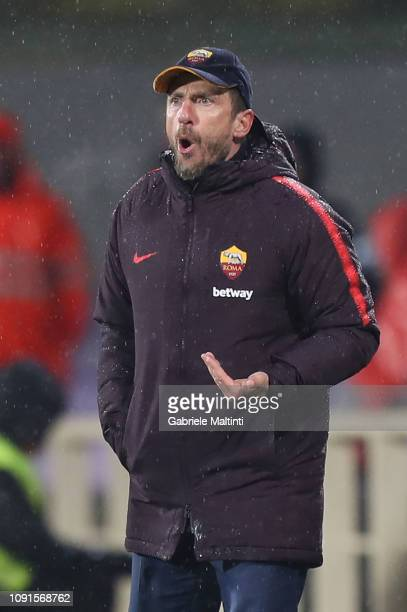 Eusebio Di Francesco manager of AS Roma reacts during the Coppa Italia match between ACF Fiorentina and AS Roma at Stadio Artemio Franchi on January...