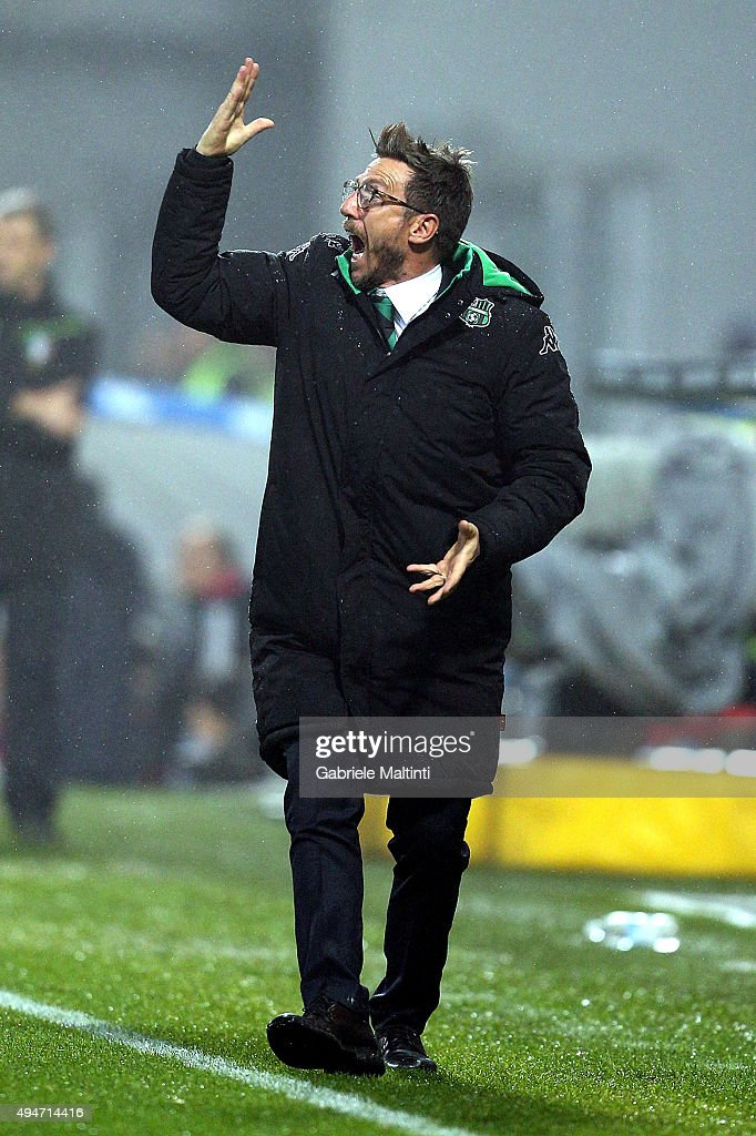 Eusebio Di Francesco manager of US Sassuolo Calcio shouts instructions to his players during the Serie A match between US Sassuolo Calcio and Juventus FC at Mapei Stadium - Città del Tricolore on October 28, 2015 in Reggio nell'Emilia, Italy.