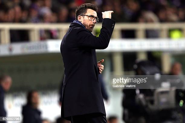 Eusebio Di Francesco manager of US Sassuolo shouts instructions to his players during the Serie A match between ACF Fiorentina and US Sassuolo at...