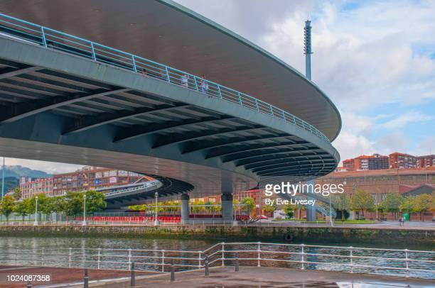 euskalduna bridge - quayside fotografías e imágenes de stock