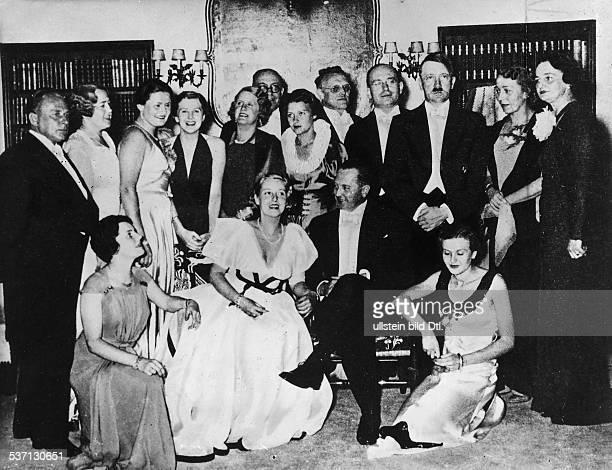 Eva BraunEva BraunAdolf Hitler Theo Morell Politiker NSDAP D als Gastgeber einer Gesellschaft für Marion Schönmann geb Theissen anlässlich ihrer...