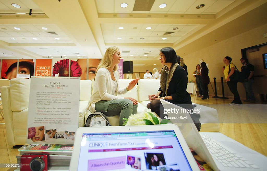 Eva Chen Gives Career Advice To A Student At University Of Colorado News Photo Getty Images