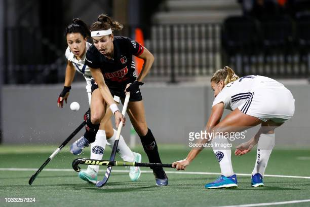 Eva de Goede of Amsterdam Dames 1 Anouk Lambers of Pinoke Dames 1 during the Hoofdklasse Women match between Amsterdam v Pinoke at the Wagener...