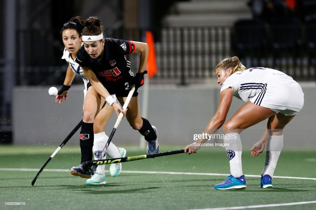 Eva de Goede of Amsterdam Dames 1, Anouk Lambers of Pinoke Dames 1 during the Hoofdklasse Women match between Amsterdam v Pinoke at the Wagener Stadium on September 14, 2018 in Amsterdam Netherlands