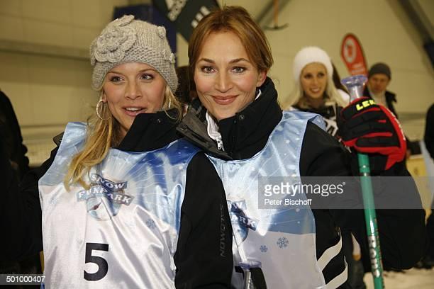 Eva Habermann Caroline Beil Teilnehmerinnen der Queen of the worldWahl 2006 Eröffnung SnowFunpark Wittenburg Deutschland ProdNr 1938/2006 Moderatorin...