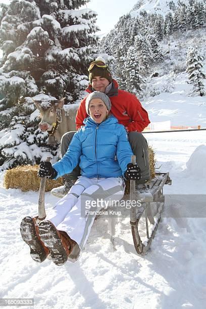 Eva Habermann Und Freund Ludwig Hacker Beim 1 Promi Schlittenhunderennen Tirol Cross Mountain In Kühtai