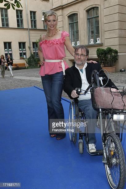 Eva Habermann Und Gerry Jochum Bei Der Vernissage Night Of The Heart In Der Galerie Morgen In Berlin Am