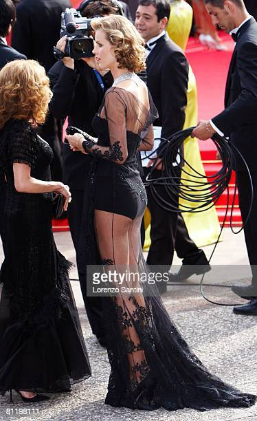 """Eva Herzigova attends the """"Che"""" premiere at the Palais des Festivals during the 61st International Cannes Film Festival on May 21, 2008 in Cannes,..."""