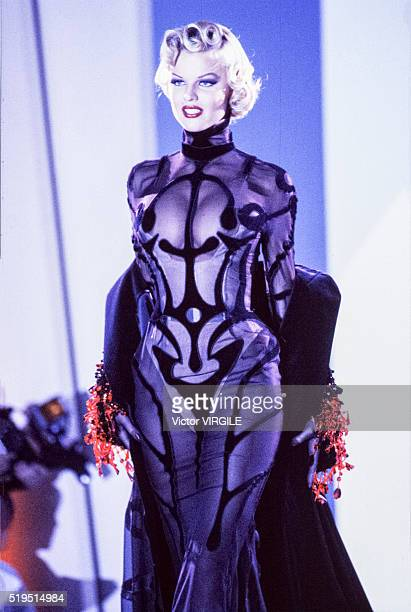 Eva Herzigova walks the runway at the Thierry Mugler Ready to Wear Spring/Summer 1992-1993 fashion show during the Paris Fashion Week in October,...