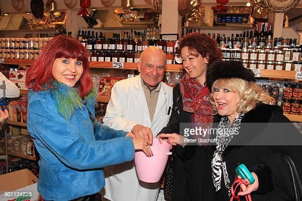 Eva Jacob mit Georgine Dewor und Mihalea Stoica Frankfurter Geschäftsmann Sammeln von Spenden für Waisenkinder aus Deutschland und Rumänien...