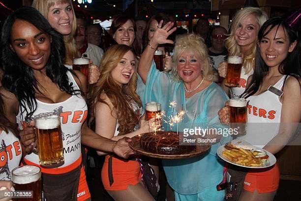 Eva Jacob sexy HootersGirls Feier zum 70 Geburtstag von Eva Jacob Lokal Hooters Sachsenhausen Frankfurt/Main Hessen Deutschland Europa PartyMeile...
