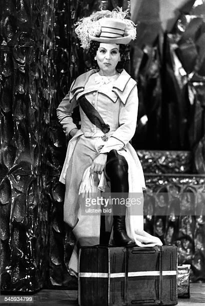 Eva Katharina SchultzSchauspielerin D*1922Rollenportrait in 'Die Aufgeregten von Goethe' von Adolf Muschg veröff BM