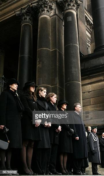 Eva Koehler and Johannes Rau's children Anna Christina Laura Philip Imanuel his widow Christina Rau and Horst Koehler German President look on during...