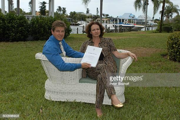 """Eva Kummeth, Ehemann Horst Hummeth, am Rande der Dreharbeiten zum ZDF-Film """"Florida-Träume"""", Fort Myers, USA, Amerika, Urlaub, verliebt, , P.-Nr.:..."""