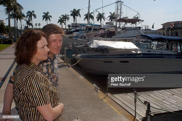 Eva Kummeth Ehemann Horst Hummeth am Rande der Dreharbeiten zum ZDFFilm FloridaTräume Yachthafen von Fort Myers USA Amerika Urlaub verliebt PNr...