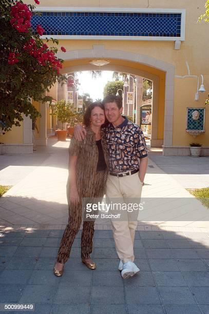 Eva Kummeth Ehemann Horst Hummeth am Rande der Dreharbeiten zum ZDFFilm FloridaTräume Einkaufszentrum von Fort Myers Saks Fith Avenue USA Amerika...