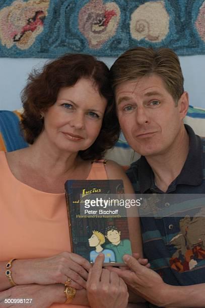 """Eva Kummeth, Ehemann Horst Hummeth, Homestory, Buchtitel: """"Lucius und der Dämon des Verderbens"""", am Rande der Dreharbeiten zum ZDF-Film..."""