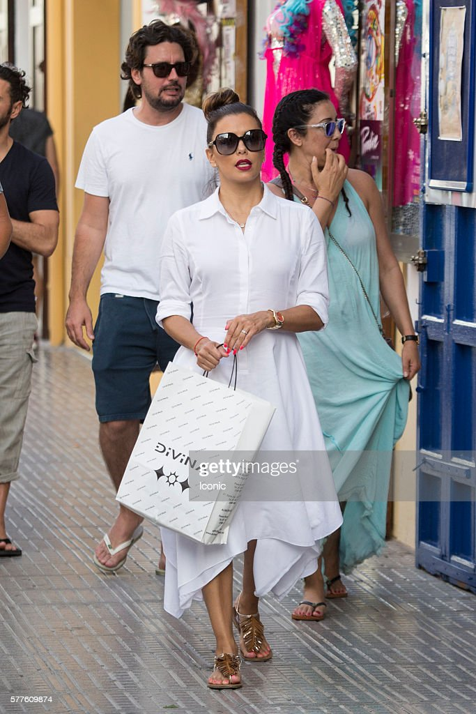 Eva Longoria enjoys a stroll with friends on July 19, 2016 in Ibiza, Spain.