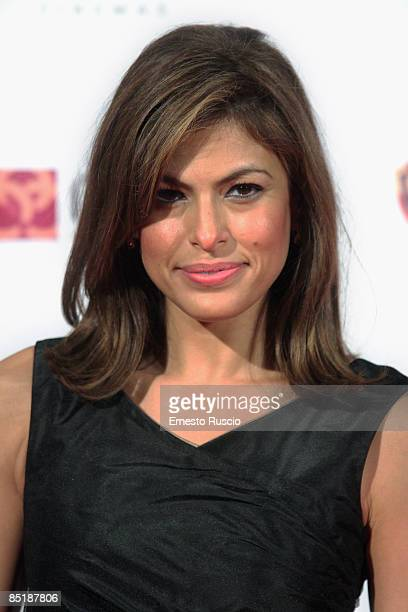 Eva Mendes attends the 'Live' premiere at the Warner Cinema Moderno on February 26 2009 in Rome Italy