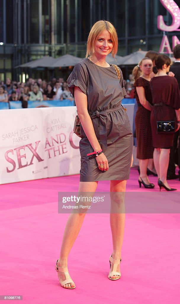Eva Padberg arrives at the German premiere of 'Sex And The City' at the cinestar on May 15, 2008 in Berlin, Germany.