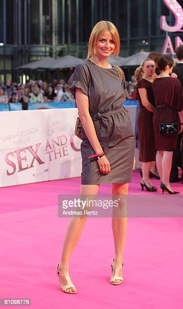 Eva Padberg arrives at the German premiere of 'Sex And The City' at the cinestar on May 15 2008 in Berlin Germany