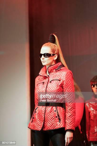 Eva Padberg Models Modenschau bei GalaNacht Halbfinaltag TennisTurnier 17 Gerry Weber Open Halle NordrheinWestfalen Deutschland Europa Bühne Auftritt...