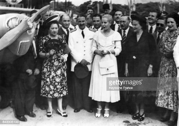Eva Peron assiste au lancement de dix nouveaux avions construits en Argentine et destinés à l'entraînement des pilotes civils 24 janvier 1949...