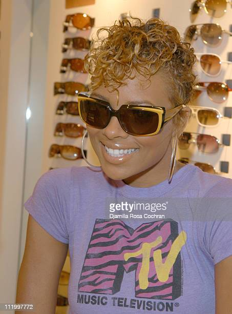 Eva Pigford America's Next Top Model is picking out sunglasses at Solstice