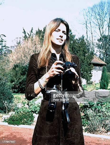 Eva Renzi Dreharbeiten zum ARDKrimi Das Messer nach Francis DurbridgeRoman vom WDR Hereford Wales England Großbritannien Europa Schauspielerin