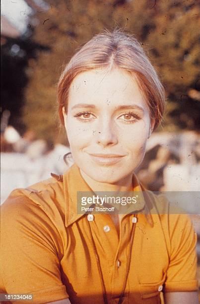 Eva Renzi, Portrait, geb.: 03. November 1944, Sternzeichen: Skorpion, lächeln, lächelt, Porträt, , Schauspielerin, Promis, Prominente, Prominenter,