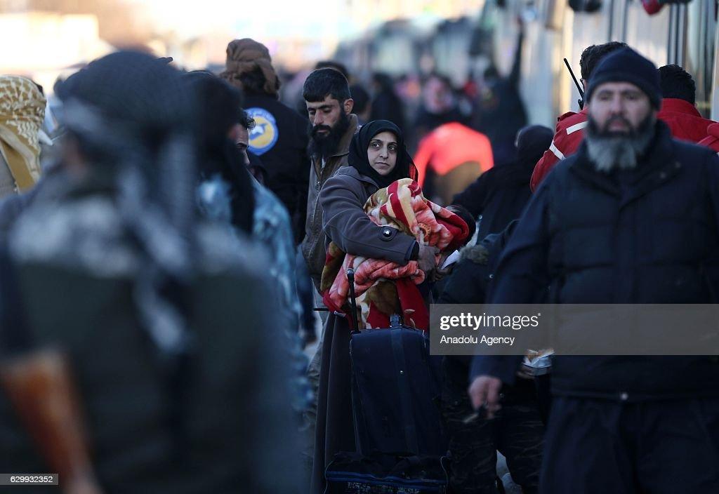 Evacuation of civilians in Aleppo : Nieuwsfoto's