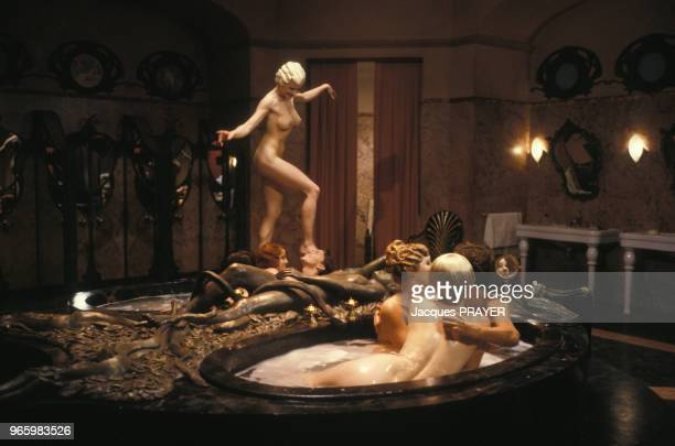 EvaGrimaldi et Andrew McCarthy dans une scène du film de Claude Chabrol 'Jours Tranquilles A Clichy' le l4 août 1989 à Rome Italie