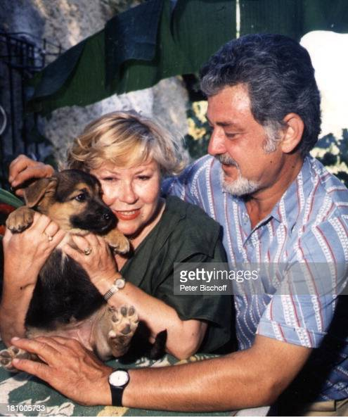 8c54c526b9482f Eva-Maria Bauer, Peter Michael Zimmermann , , Hund, Mann,... News Photo -  Getty Images