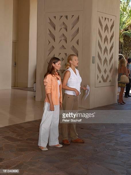 """Eva-Maria Grein , Katja Woywood, Dreharbeiten zur ZDF-Reihe """"Kreuzfahrt ins Glück"""", Folge 3: """"Hochzeitsreise nach Hawaii"""", Grand Hyatt-Hotel, Kauai,..."""
